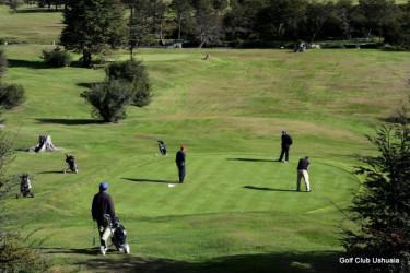 Jugar al golf en la cancha más austral del mundo